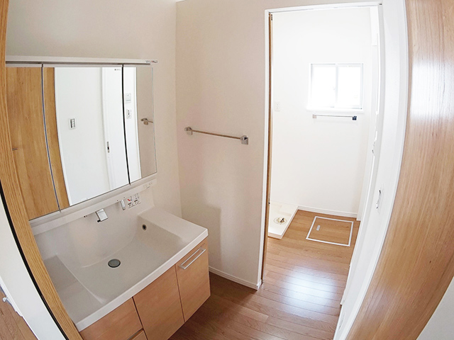 分離された洗面室と脱衣室